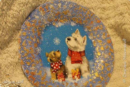 """Добрейшего всем дня! Я с новогодней подготовкой. Ключница. Заготовка их фанеры березовой, салфеточка с волком, """"лепнина"""" из Фимо самоотвердевающей, ягодки из Фимо запекаемой, фактура шпатлевкой Текс для дерева, снежок. фото 17"""