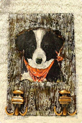 """Добрейшего всем дня! Я с новогодней подготовкой. Ключница. Заготовка их фанеры березовой, салфеточка с волком, """"лепнина"""" из Фимо самоотвердевающей, ягодки из Фимо запекаемой, фактура шпатлевкой Текс для дерева, снежок. фото 18"""