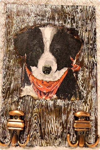 """Добрейшего всем дня! Я с новогодней подготовкой. Ключница. Заготовка их фанеры березовой, салфеточка с волком, """"лепнина"""" из Фимо самоотвердевающей, ягодки из Фимо запекаемой, фактура шпатлевкой Текс для дерева, снежок. фото 19"""