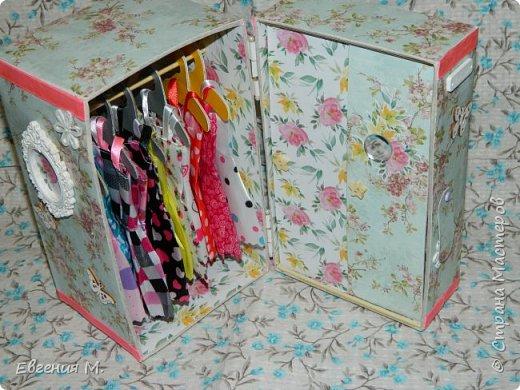 Получила Набор одежды и обуви с АлиЭкспрес и решила, что дарить в невзрачном пакетике не хочется и тогда появился вот такой шкафчик, крестница бала в восторге. фото 2