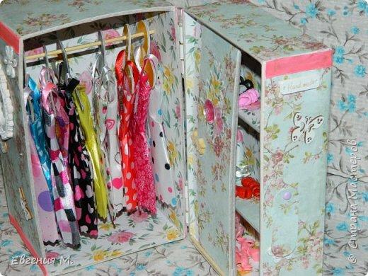 Получила Набор одежды и обуви с АлиЭкспрес и решила, что дарить в невзрачном пакетике не хочется и тогда появился вот такой шкафчик, крестница бала в восторге. фото 6