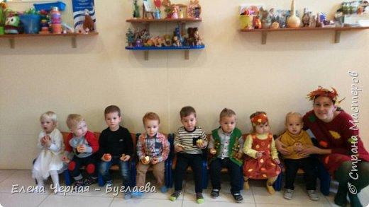 Сыночку 1,8, занимается в школе раннего развития с 11 месяцев. Преподаватель очень радостно объявил, что будет праздник - День осени. От мам требовалось одеть деток в одежду цветов осени (зелёный, желтый, оранжевый, красный, коричневый), но для мамы с творческой искоркой в душе этого показалось маловато ) фото 5