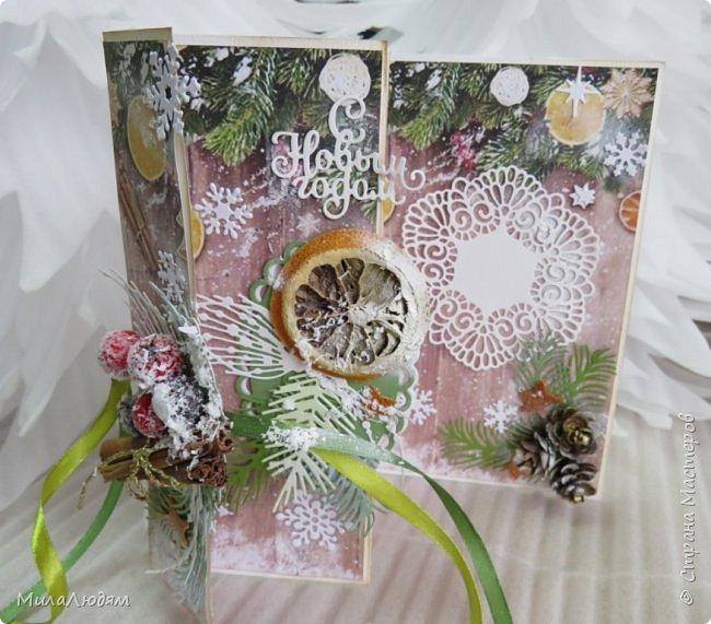 """Всем здравствуйте! отчитываюсь за IV ЭТАП СТ """"Семь чудесных открыток"""" -""""Открытка-раскладушка"""":  ТЕМА - Новый год, Рождество, зима ФОРМА - любая (прямоугольник, квадрат, трапеция и т.д.) Три года назад, когда я пришла в скрап, я увидела открытку, которая запала в душу. Я ее повторила дважды и каждый раз, как оказалось, неправильно, средний ярус я вклеивала, а надо было сгибать. (я потом нашла МК)http://stranamasterov.ru/node/827683 и  http://stranamasterov.ru/node/826879    И вот теперь я ее сделала правильно. Назвала я ее """"Корица и апельсин"""" ОУ (обязательное условие) - вертикальные грани (сгибы) фото 2"""
