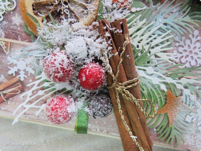 """Всем здравствуйте! отчитываюсь за IV ЭТАП СТ """"Семь чудесных открыток"""" -""""Открытка-раскладушка"""":  ТЕМА - Новый год, Рождество, зима ФОРМА - любая (прямоугольник, квадрат, трапеция и т.д.) Три года назад, когда я пришла в скрап, я увидела открытку, которая запала в душу. Я ее повторила дважды и каждый раз, как оказалось, неправильно, средний ярус я вклеивала, а надо было сгибать. (я потом нашла МК)http://stranamasterov.ru/node/827683 и  http://stranamasterov.ru/node/826879    И вот теперь я ее сделала правильно. Назвала я ее """"Корица и апельсин"""" ОУ (обязательное условие) - вертикальные грани (сгибы) фото 6"""