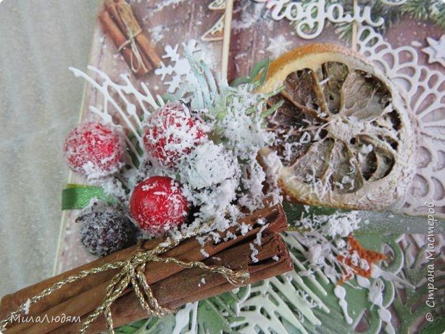 """Всем здравствуйте! отчитываюсь за IV ЭТАП СТ """"Семь чудесных открыток"""" -""""Открытка-раскладушка"""":  ТЕМА - Новый год, Рождество, зима ФОРМА - любая (прямоугольник, квадрат, трапеция и т.д.) Три года назад, когда я пришла в скрап, я увидела открытку, которая запала в душу. Я ее повторила дважды и каждый раз, как оказалось, неправильно, средний ярус я вклеивала, а надо было сгибать. (я потом нашла МК)http://stranamasterov.ru/node/827683 и  http://stranamasterov.ru/node/826879    И вот теперь я ее сделала правильно. Назвала я ее """"Корица и апельсин"""" ОУ (обязательное условие) - вертикальные грани (сгибы) фото 9"""
