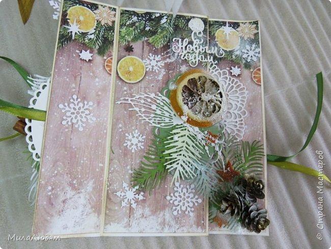 """Всем здравствуйте! отчитываюсь за IV ЭТАП СТ """"Семь чудесных открыток"""" -""""Открытка-раскладушка"""":  ТЕМА - Новый год, Рождество, зима ФОРМА - любая (прямоугольник, квадрат, трапеция и т.д.) Три года назад, когда я пришла в скрап, я увидела открытку, которая запала в душу. Я ее повторила дважды и каждый раз, как оказалось, неправильно, средний ярус я вклеивала, а надо было сгибать. (я потом нашла МК)http://stranamasterov.ru/node/827683 и  http://stranamasterov.ru/node/826879    И вот теперь я ее сделала правильно. Назвала я ее """"Корица и апельсин"""" ОУ (обязательное условие) - вертикальные грани (сгибы) фото 13"""