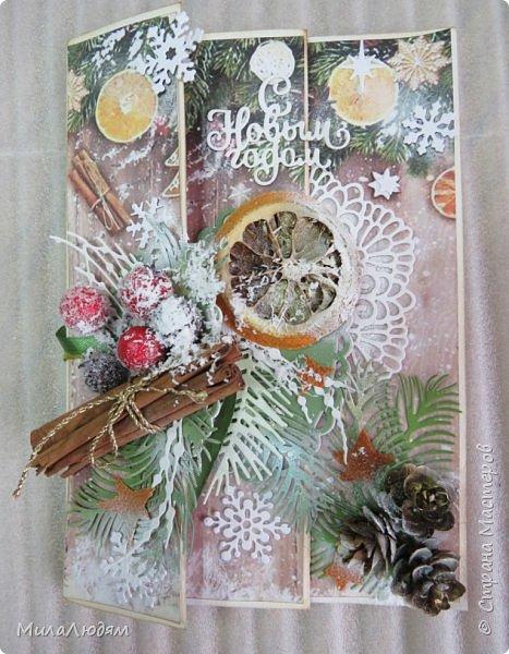 """Всем здравствуйте! отчитываюсь за IV ЭТАП СТ """"Семь чудесных открыток"""" -""""Открытка-раскладушка"""":  ТЕМА - Новый год, Рождество, зима ФОРМА - любая (прямоугольник, квадрат, трапеция и т.д.) Три года назад, когда я пришла в скрап, я увидела открытку, которая запала в душу. Я ее повторила дважды и каждый раз, как оказалось, неправильно, средний ярус я вклеивала, а надо было сгибать. (я потом нашла МК)http://stranamasterov.ru/node/827683 и  http://stranamasterov.ru/node/826879    И вот теперь я ее сделала правильно. Назвала я ее """"Корица и апельсин"""" ОУ (обязательное условие) - вертикальные грани (сгибы) фото 19"""