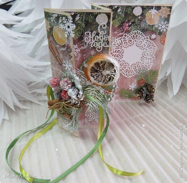 """Всем здравствуйте! отчитываюсь за IV ЭТАП СТ """"Семь чудесных открыток"""" -""""Открытка-раскладушка"""":  ТЕМА - Новый год, Рождество, зима ФОРМА - любая (прямоугольник, квадрат, трапеция и т.д.) Три года назад, когда я пришла в скрап, я увидела открытку, которая запала в душу. Я ее повторила дважды и каждый раз, как оказалось, неправильно, средний ярус я вклеивала, а надо было сгибать. (я потом нашла МК)http://stranamasterov.ru/node/827683 и  http://stranamasterov.ru/node/826879    И вот теперь я ее сделала правильно. Назвала я ее """"Корица и апельсин"""" ОУ (обязательное условие) - вертикальные грани (сгибы) фото 20"""