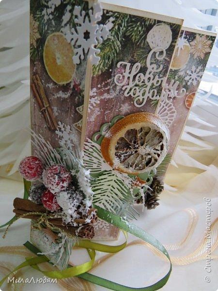"""Всем здравствуйте! отчитываюсь за IV ЭТАП СТ """"Семь чудесных открыток"""" -""""Открытка-раскладушка"""":  ТЕМА - Новый год, Рождество, зима ФОРМА - любая (прямоугольник, квадрат, трапеция и т.д.) Три года назад, когда я пришла в скрап, я увидела открытку, которая запала в душу. Я ее повторила дважды и каждый раз, как оказалось, неправильно, средний ярус я вклеивала, а надо было сгибать. (я потом нашла МК)http://stranamasterov.ru/node/827683 и  http://stranamasterov.ru/node/826879    И вот теперь я ее сделала правильно. Назвала я ее """"Корица и апельсин"""" ОУ (обязательное условие) - вертикальные грани (сгибы) фото 22"""