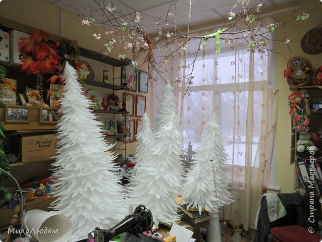 """Всем здравствуйте! отчитываюсь за IV ЭТАП СТ """"Семь чудесных открыток"""" -""""Открытка-раскладушка"""":  ТЕМА - Новый год, Рождество, зима ФОРМА - любая (прямоугольник, квадрат, трапеция и т.д.) Три года назад, когда я пришла в скрап, я увидела открытку, которая запала в душу. Я ее повторила дважды и каждый раз, как оказалось, неправильно, средний ярус я вклеивала, а надо было сгибать. (я потом нашла МК)http://stranamasterov.ru/node/827683 и  http://stranamasterov.ru/node/826879    И вот теперь я ее сделала правильно. Назвала я ее """"Корица и апельсин"""" ОУ (обязательное условие) - вертикальные грани (сгибы) фото 35"""