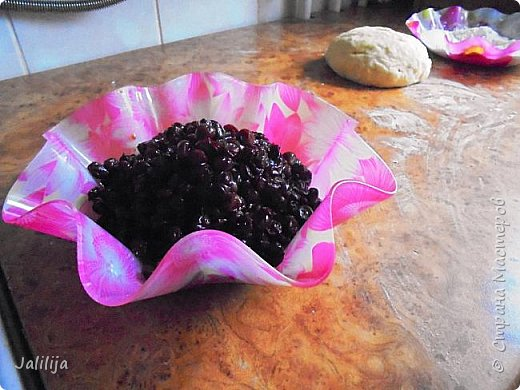 Уважаемые кулинары Страны мастеров, сегодня хочу предложить вам рецепт ещё одного вида пирожков - пирожки с калиной. фото 11