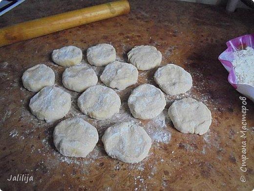 Уважаемые кулинары Страны мастеров, сегодня хочу предложить вам рецепт ещё одного вида пирожков - пирожки с калиной. фото 16