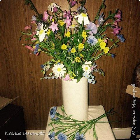 Букет из полевых цветов был сделан на заказ. Это был мой первый заказ и поэтому я очень волновалась. Лепила его больше двух месяцев по вечерам, несколько раз переделывала некоторые цветы. Но в итоге заказчик остался доволен) фото 1