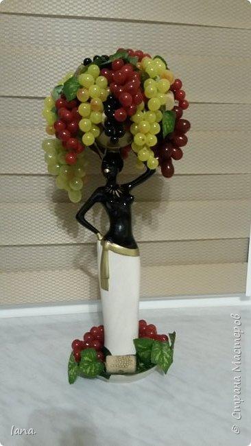 Эфиопка с виноградом.  фото 3