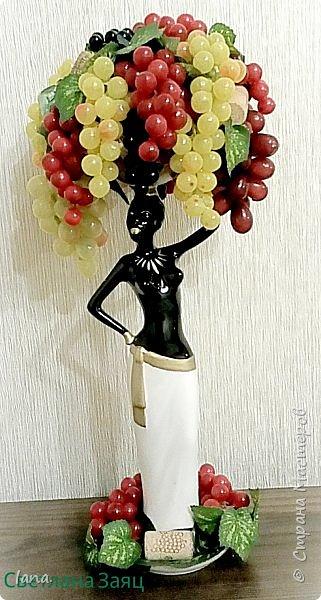 Эфиопка с виноградом.  фото 2