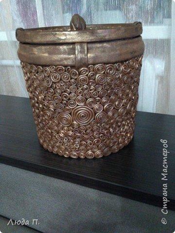 Короб для хранения, сделан из пластикового ведра,разгрузила целый пакет обрезков из кожи, внутри обклеяла тканью. фото 2