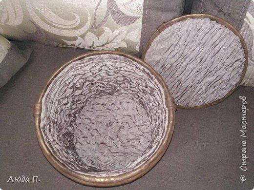 Короб для хранения, сделан из пластикового ведра,разгрузила целый пакет обрезков из кожи, внутри обклеяла тканью. фото 5