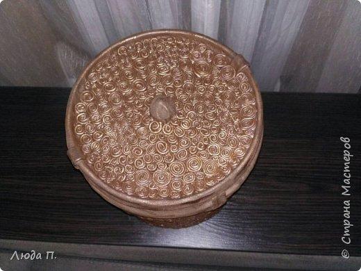 Короб для хранения, сделан из пластикового ведра,разгрузила целый пакет обрезков из кожи, внутри обклеяла тканью. фото 4