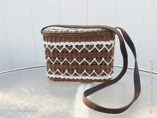 Сплела вот такую сумочку. Она мне напомнила пряник с белой глазурью.  Заказ был сплести сумочку для экскурсий, маленькую и на одной ручке, чтобы руки были свободные.  фото 1
