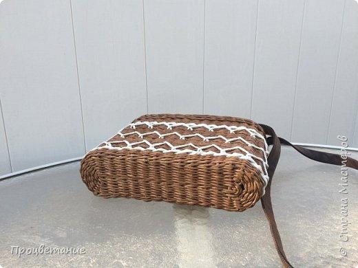 Сплела вот такую сумочку. Она мне напомнила пряник с белой глазурью.  Заказ был сплести сумочку для экскурсий, маленькую и на одной ручке, чтобы руки были свободные.  фото 3