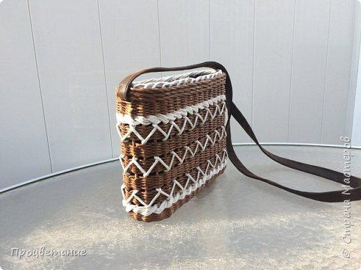 Сплела вот такую сумочку. Она мне напомнила пряник с белой глазурью.  Заказ был сплести сумочку для экскурсий, маленькую и на одной ручке, чтобы руки были свободные.  фото 2
