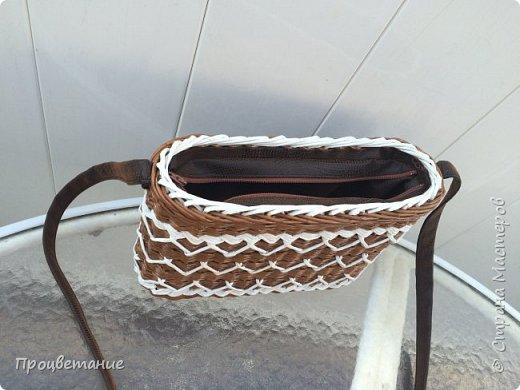 Сплела вот такую сумочку. Она мне напомнила пряник с белой глазурью.  Заказ был сплести сумочку для экскурсий, маленькую и на одной ручке, чтобы руки были свободные.  фото 4