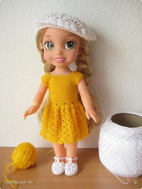 Обновки для куклы Рапунцель. Эта кукла живёт у меня, внучкам я тоже каждой подарила по такой же.  Вяжу наряды, а внучки потом забирают для своих кукол. Топик и юбочку вязала по заказу внучки, она тааааааак радовалась. фото 10