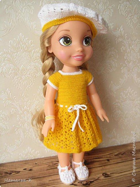 Обновки для куклы Рапунцель. Эта кукла живёт у меня, внучкам я тоже каждой подарила по такой же.  Вяжу наряды, а внучки потом забирают для своих кукол. Топик и юбочку вязала по заказу внучки, она тааааааак радовалась. фото 11