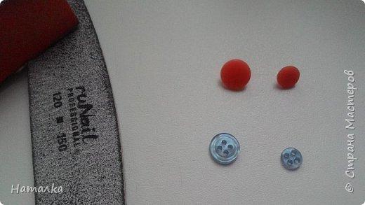 Нужна маленькая пуговка? С помощью пилочки для ногтей обычная пуговица превращается в крохотную.