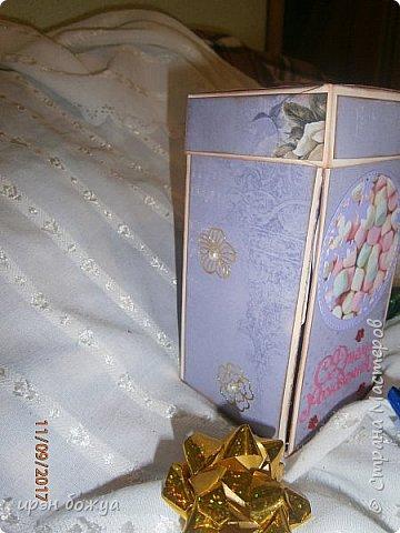 Сегодня у меня поздравительная коробовка для чая и шоколадки. Она не квадратная, а по форме коробки чая. в работе использовала, вырубки,стразы, наклейки, картинки. фото 16