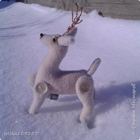 С детства моей самой любимой зимней сказкой остается «Серебряное копытце» Бажова П.П. Это таинственно-волшебная сказка с нотками ностальгии, которая помогает верить в чудеса и как никакая другая подходит к ожиданию главных зимних чудес — самых любимых праздников, Нового года и Рождества! «— Тот козёл особенный. У него на правой передней ноге серебряное копытце. В каком месте топнет этим копытцем, там и появится дорогой камень. Раз топнет — один камень, два топнет — два камня, а где ножкой бить станет — там груда дорогих камней» фото 3