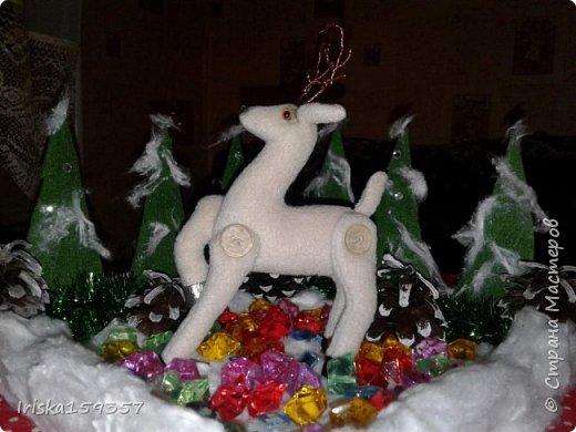 С детства моей самой любимой зимней сказкой остается «Серебряное копытце» Бажова П.П. Это таинственно-волшебная сказка с нотками ностальгии, которая помогает верить в чудеса и как никакая другая подходит к ожиданию главных зимних чудес — самых любимых праздников, Нового года и Рождества! «— Тот козёл особенный. У него на правой передней ноге серебряное копытце. В каком месте топнет этим копытцем, там и появится дорогой камень. Раз топнет — один камень, два топнет — два камня, а где ножкой бить станет — там груда дорогих камней» фото 4