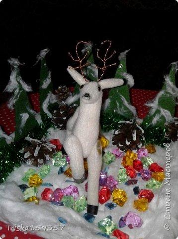 С детства моей самой любимой зимней сказкой остается «Серебряное копытце» Бажова П.П. Это таинственно-волшебная сказка с нотками ностальгии, которая помогает верить в чудеса и как никакая другая подходит к ожиданию главных зимних чудес — самых любимых праздников, Нового года и Рождества! «— Тот козёл особенный. У него на правой передней ноге серебряное копытце. В каком месте топнет этим копытцем, там и появится дорогой камень. Раз топнет — один камень, два топнет — два камня, а где ножкой бить станет — там груда дорогих камней» фото 5