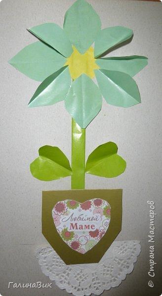 Всем добрый вечер! В этом году с четвертыми классами ко Дню матери выполнили на картоне аппликацию в виде цветка в горшочке. На фото 1 мой образец. Ниже работы ребят.       Принцип выполнения такого цветка не является моим открытием (например, здесь показаны похожие цветы http://stranamasterov.ru/node/814273). Работы с такими цветочками получаются объёмными и выразительными. фото 7