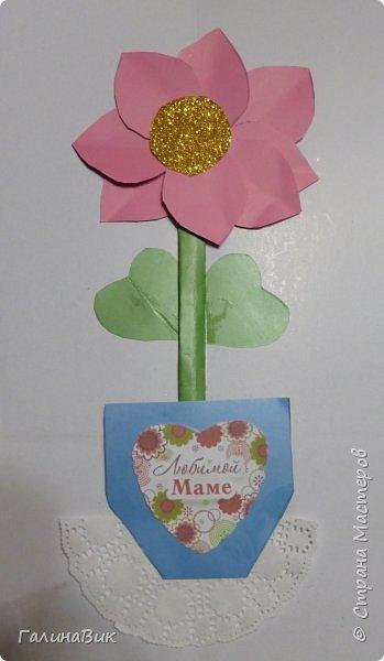 Всем добрый вечер! В этом году с четвертыми классами ко Дню матери выполнили на картоне аппликацию в виде цветка в горшочке. На фото 1 мой образец. Ниже работы ребят.       Принцип выполнения такого цветка не является моим открытием (например, здесь показаны похожие цветы http://stranamasterov.ru/node/814273). Работы с такими цветочками получаются объёмными и выразительными. фото 16