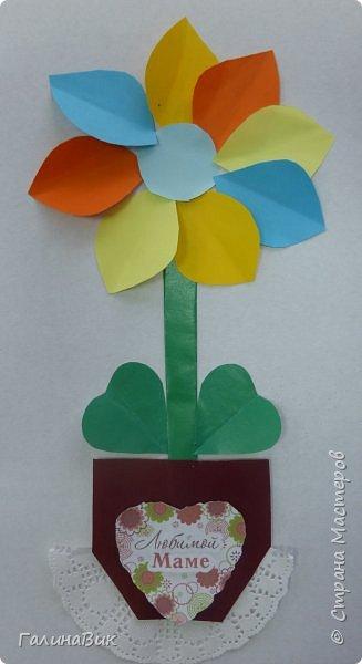 Всем добрый вечер! В этом году с четвертыми классами ко Дню матери выполнили на картоне аппликацию в виде цветка в горшочке. На фото 1 мой образец. Ниже работы ребят.       Принцип выполнения такого цветка не является моим открытием (например, здесь показаны похожие цветы http://stranamasterov.ru/node/814273). Работы с такими цветочками получаются объёмными и выразительными. фото 29