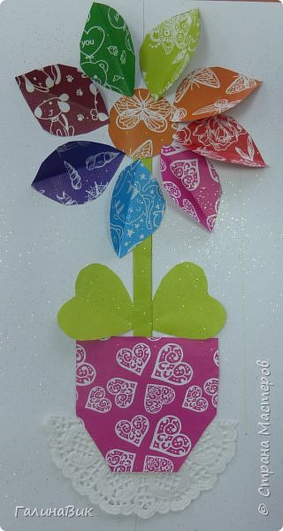 Всем добрый вечер! В этом году с четвертыми классами ко Дню матери выполнили на картоне аппликацию в виде цветка в горшочке. На фото 1 мой образец. Ниже работы ребят.       Принцип выполнения такого цветка не является моим открытием (например, здесь показаны похожие цветы http://stranamasterov.ru/node/814273). Работы с такими цветочками получаются объёмными и выразительными. фото 30