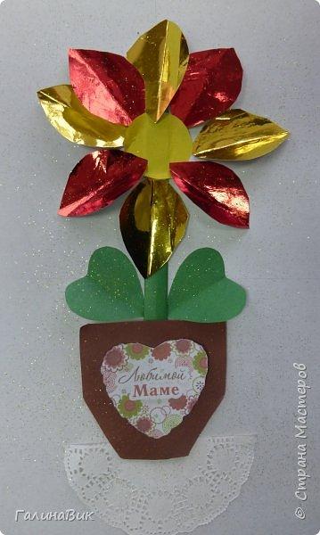Всем добрый вечер! В этом году с четвертыми классами ко Дню матери выполнили на картоне аппликацию в виде цветка в горшочке. На фото 1 мой образец. Ниже работы ребят.       Принцип выполнения такого цветка не является моим открытием (например, здесь показаны похожие цветы http://stranamasterov.ru/node/814273). Работы с такими цветочками получаются объёмными и выразительными. фото 34