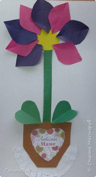 Всем добрый вечер! В этом году с четвертыми классами ко Дню матери выполнили на картоне аппликацию в виде цветка в горшочке. На фото 1 мой образец. Ниже работы ребят.       Принцип выполнения такого цветка не является моим открытием (например, здесь показаны похожие цветы http://stranamasterov.ru/node/814273). Работы с такими цветочками получаются объёмными и выразительными. фото 35