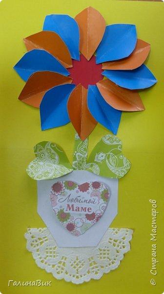 Всем добрый вечер! В этом году с четвертыми классами ко Дню матери выполнили на картоне аппликацию в виде цветка в горшочке. На фото 1 мой образец. Ниже работы ребят.       Принцип выполнения такого цветка не является моим открытием (например, здесь показаны похожие цветы http://stranamasterov.ru/node/814273). Работы с такими цветочками получаются объёмными и выразительными. фото 36