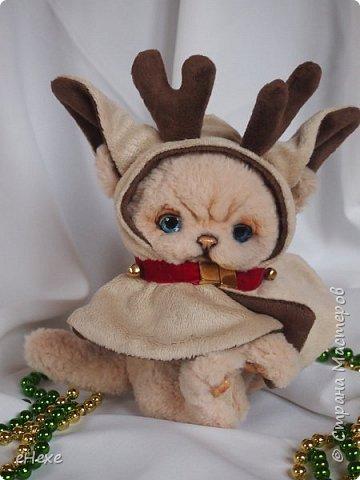 Бэмби тоже участвует в международном онлайн шоу. Он приёмный ребёнок в семье оленей Санты, но об этом пока не знает и считает себя оленёнком :) Он немного расстроен, что не взяли в упряжку. фото 1
