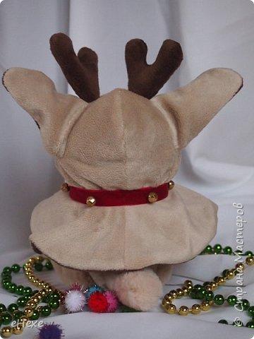 Бэмби тоже участвует в международном онлайн шоу. Он приёмный ребёнок в семье оленей Санты, но об этом пока не знает и считает себя оленёнком :) Он немного расстроен, что не взяли в упряжку. фото 3