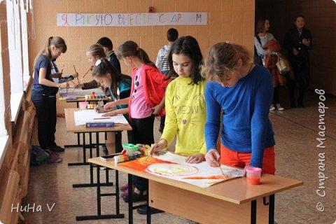 Коллективное рисование оказалось очень увлекательным творческим процессом! И дети и учителя получили массу положительных эмоций! фото 4