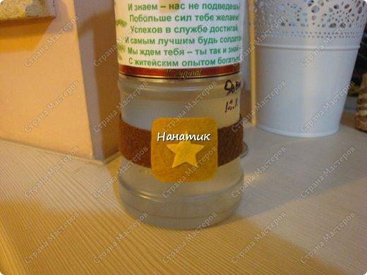 Добрый вечер! Такую бутылку сделала призывнику в армию. Фуражку решила сделать зеленой - какие будут войска - не знаю, но решилась на такую). А теперь немного по порядку. фото 6