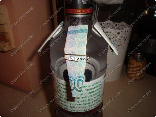 Добрый вечер! Такую бутылку сделала призывнику в армию. Фуражку решила сделать зеленой - какие будут войска - не знаю, но решилась на такую). А теперь немного по порядку. фото 4