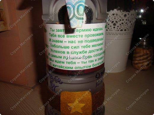 Добрый вечер! Такую бутылку сделала призывнику в армию. Фуражку решила сделать зеленой - какие будут войска - не знаю, но решилась на такую). А теперь немного по порядку. фото 5