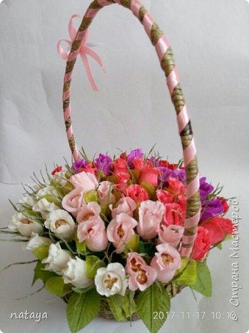 На юбилей родственнице собрала вот такой букетик из 55 бутонов роз.В каждой розочке-конфетка трофель фото 3