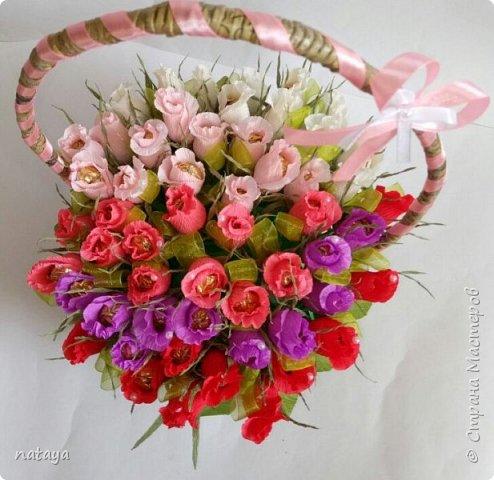 На юбилей родственнице собрала вот такой букетик из 55 бутонов роз.В каждой розочке-конфетка трофель фото 2