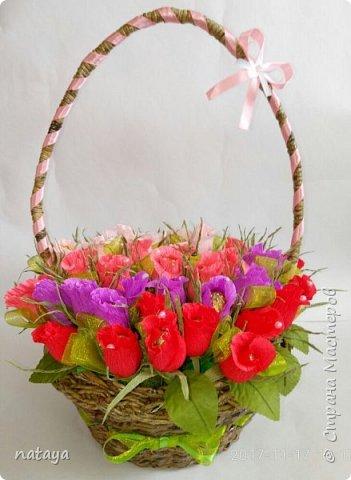 На юбилей родственнице собрала вот такой букетик из 55 бутонов роз.В каждой розочке-конфетка трофель фото 1