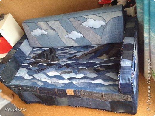 Купили икеевский страшненький диван в комнату ребёнку, со временем хочу сделать ее в джинсовой тематике, пока только начало фото 1